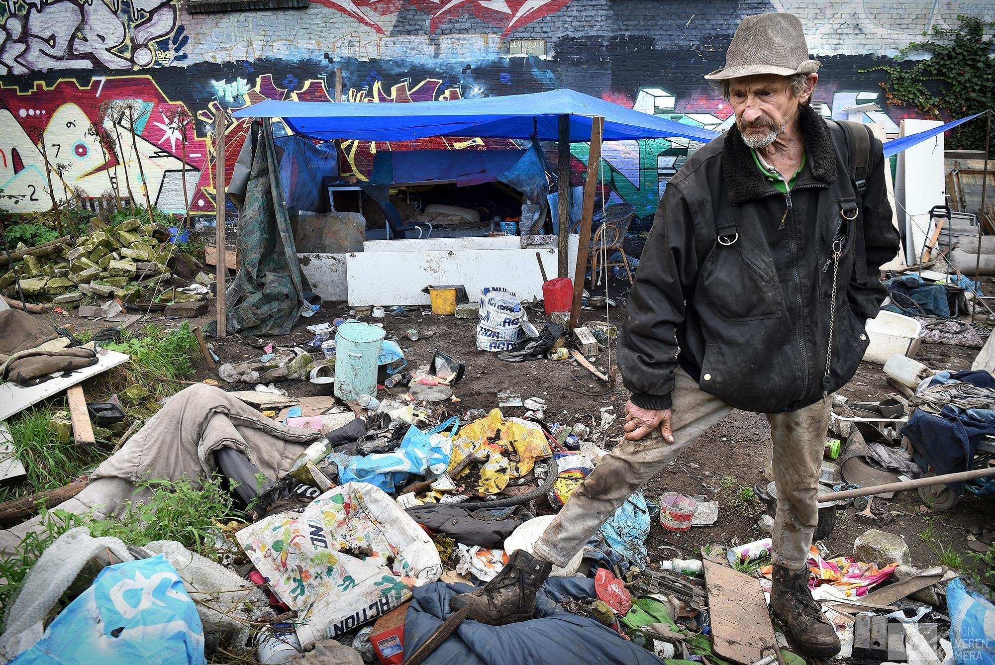 2-10-2017 Nijmegen j (selectie 12 uit 18)Onze voortuin dat zijn wij. de dakloze