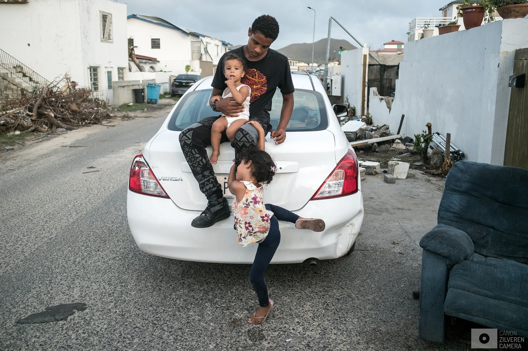 SINT MAARTEN | A young boy is playing with his siblings in front of his damaged house. | #10
