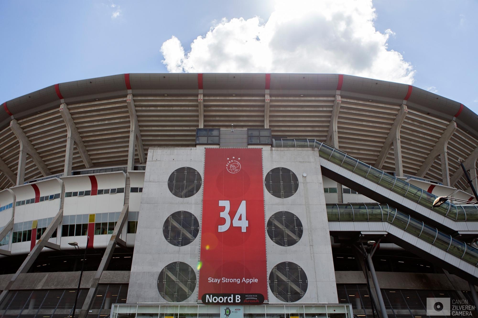 Foto 10 van 11De carrière van de talentvolle voetballer Abdelhak Nouri werd op 8 juli 2017 in de kiem gesmoord. Tijdens een oefenduel in het Oostenrijkse Zillertal werd de kleine Ajacied onwel en zakte in elkaar.Enkele dagen later werd bekend dat hij blijvende en ernstige hersenschade had opgelopen.De golf van collectief verdriet die toen door (voetballend) Nederland trok liet geen ruimte voor rivaliteit maar zorgde voor verbroedering om te bidden voor een zo'n positief mogelijke afloop voor Abdelhak.