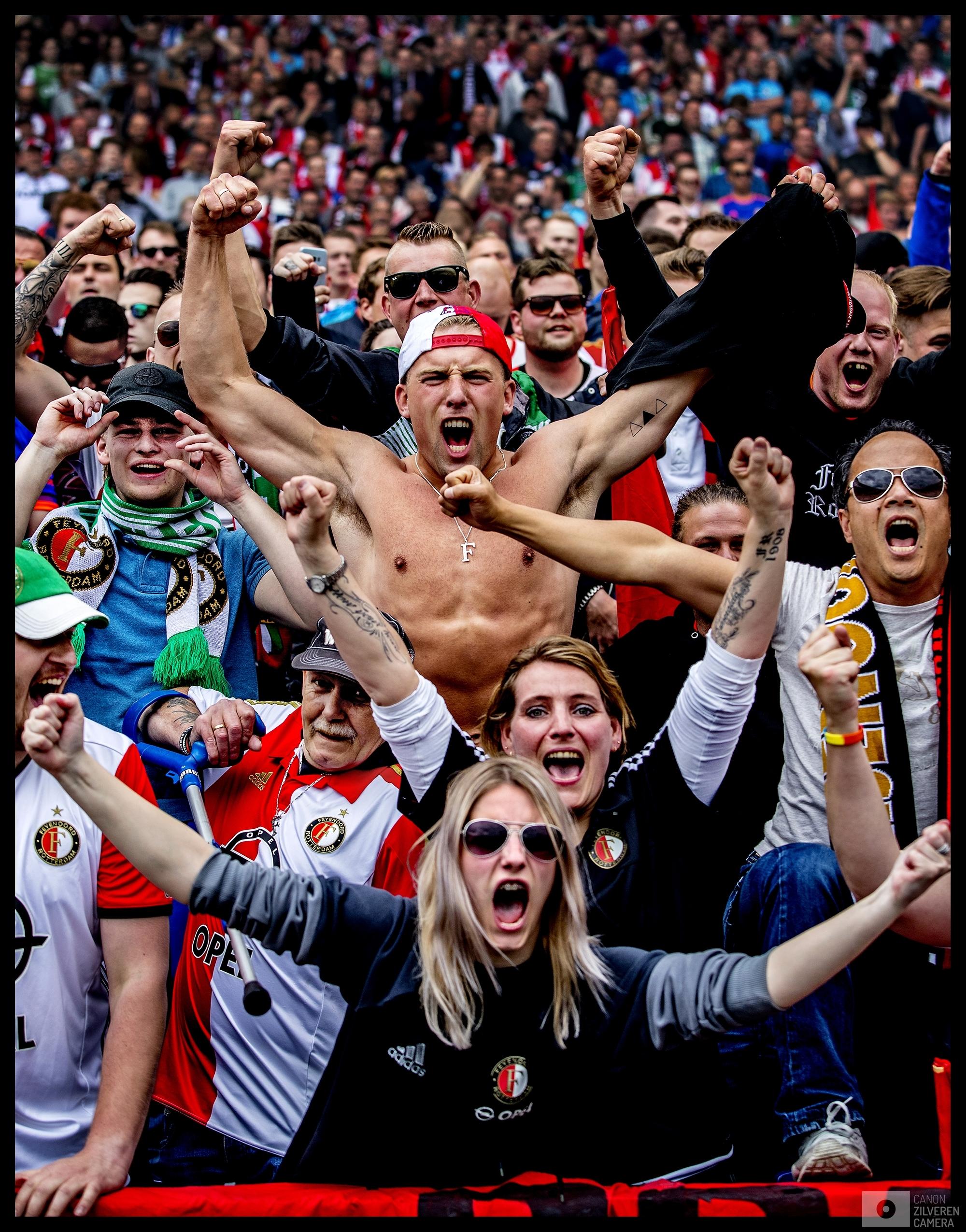 Nederland, Rotterdam, 14-05-2017Serie landskampioenschap Feyenoord seizoen 2016/2017Foto 2Voor aanvang van de kampioenswedstrijd in de Kuip tegen Heracles schud de Kuip al opa zijn grondvesten. Het Legioen is al uitzinnig voordat Dirk Kuyt in de eerste minuut al de 1-0 zal scoren.