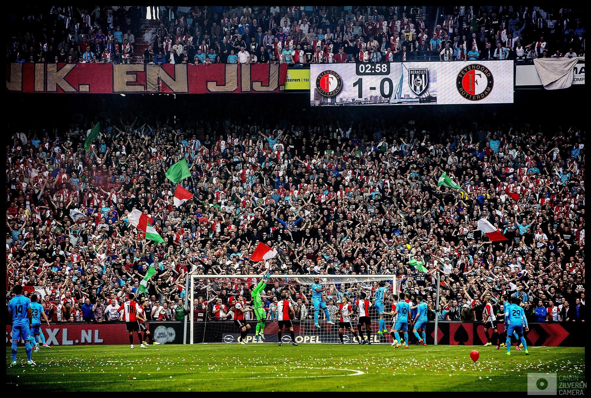 Nederland, Rotterdam, 14-05-2017Foto 3Serie landskampioenschap Feyenoord seizoen 2016/2017Als Dirk Kuyt de 1-0 gescoord heeft kan het niet meer fout gaan. De Kuip verandert in een kolkende hunkerende massa naar de eerste landstitel sinds 18 jaar.