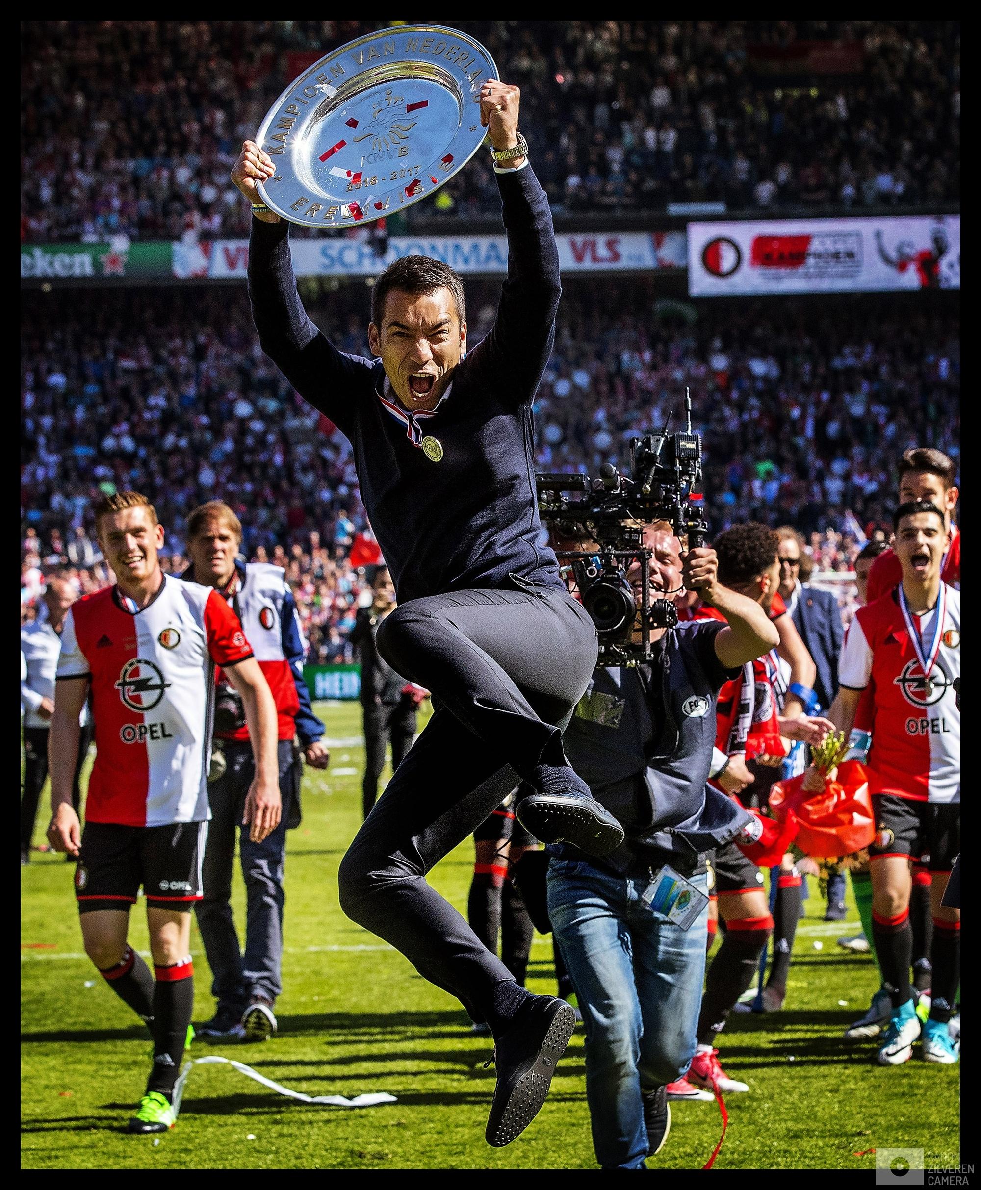 Nederland, Rotterdam, 14-05-2017Feyenoord voor het eerst in 18 jaar landskampioen.Kampioenswedstrijd Feyenoord-Heracles seizoen 2016/2017Giovanni van Bronckhorst springt een gat in de lucht met de schaal