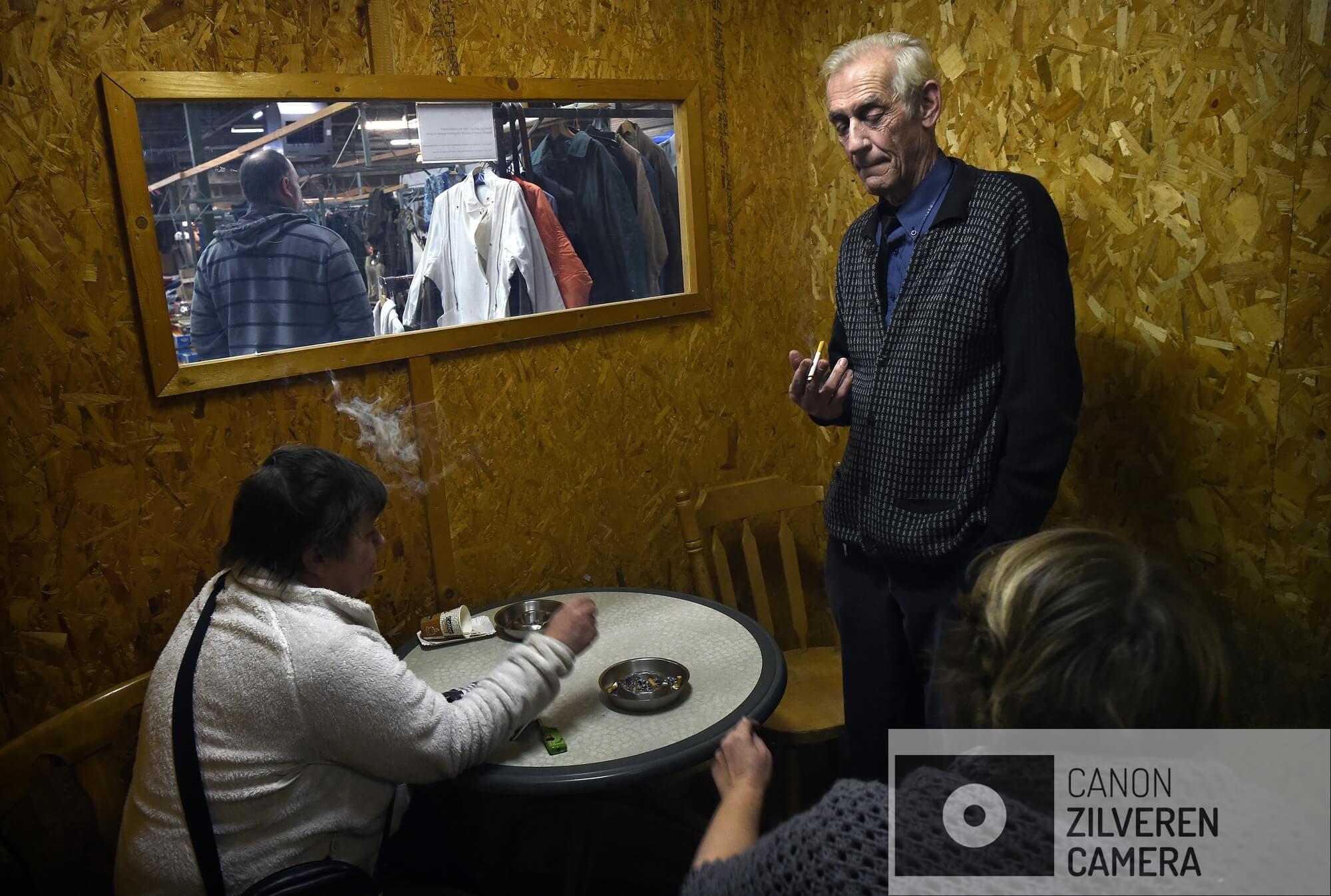 17-2-2018 Wamel2iRookruimtes moeten weer worden gesloten. Heeft elke ondernemer inmiddels eindelijk een inpandige rookruimte gebouwd. En nu moet die ruimte per 1 juli 2022 weer verdwijnen. Het ontmoedigingsbeleid van de overheid met betrekking tot roken zet zich voort.rookruimte in Vrije Markt