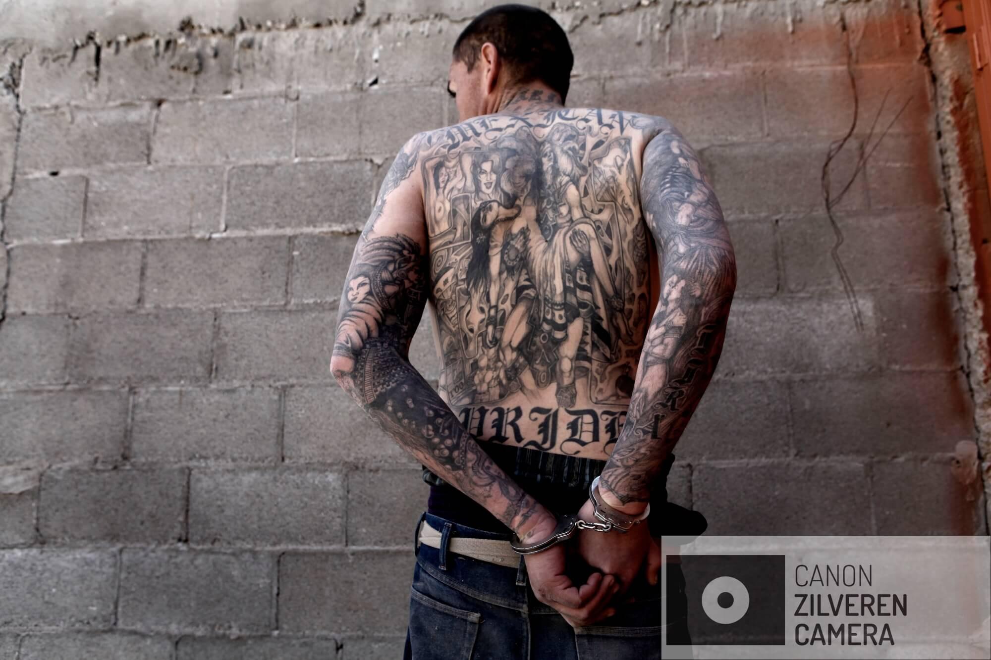 44-jaar oude heroïne-dealer Carlos Ricardo Elizalde Lira is op heterdaad betrapt tijdens een heroïne-deal en wordt direct in de boeien geslagen.