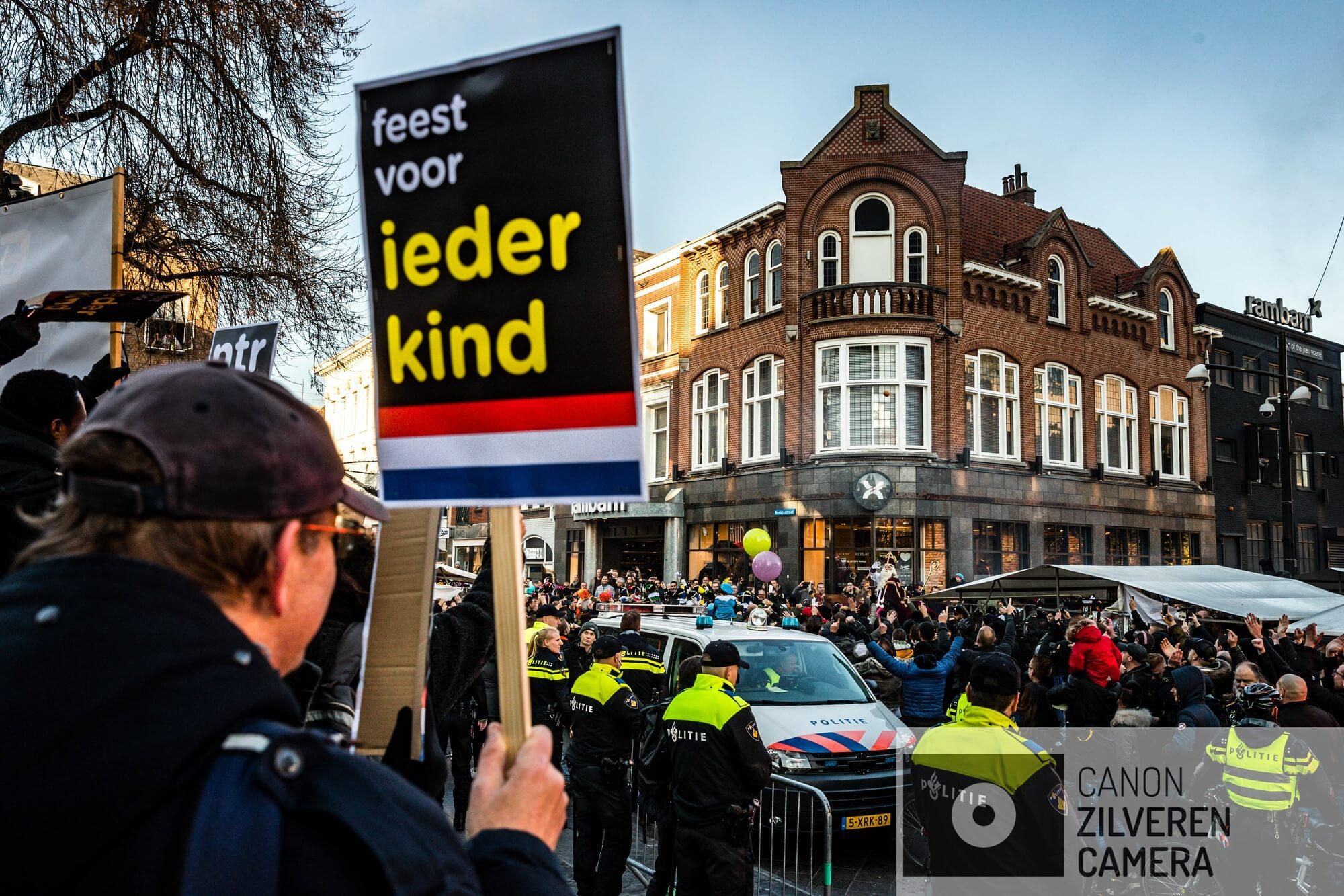 EINDHOVEN - Een grote groep PSV-hoolians geven een tegendemonstratie op de komst van de actiegroep Kick Out Zwarte Piet op 17 november 2018. De demonstranten onder leiding van Jerry Afriye werden aangevallen en bekogeld met eieren.