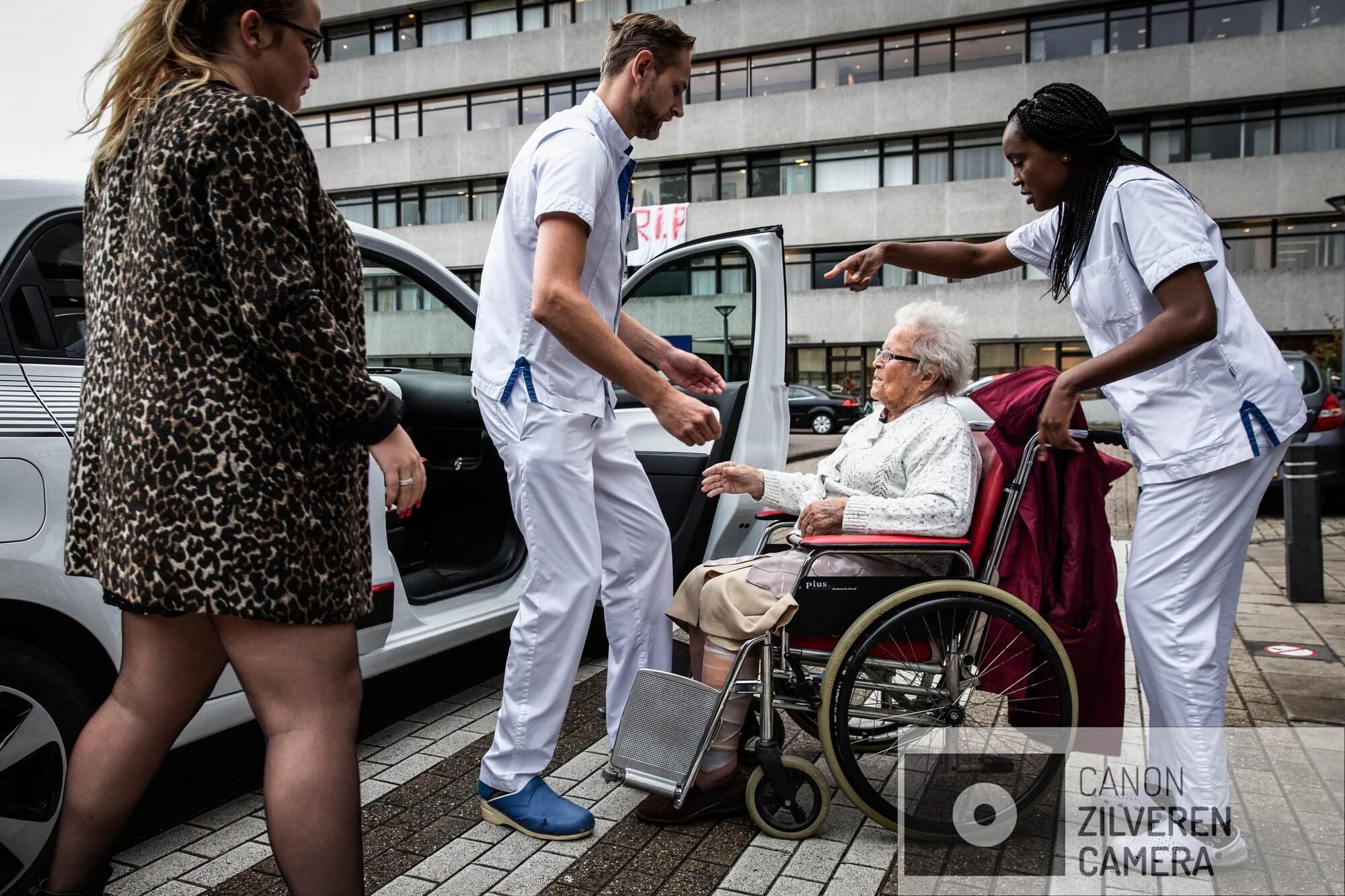 Amsterdam, 26 oktober 2018 - LAATSTE DAG. Op 15.00 uur moet het MC Slotervaart leeg zij, op de poliklinieken na. De laatste patienten worden naar elders overgebracht. Foto Dingena Mol