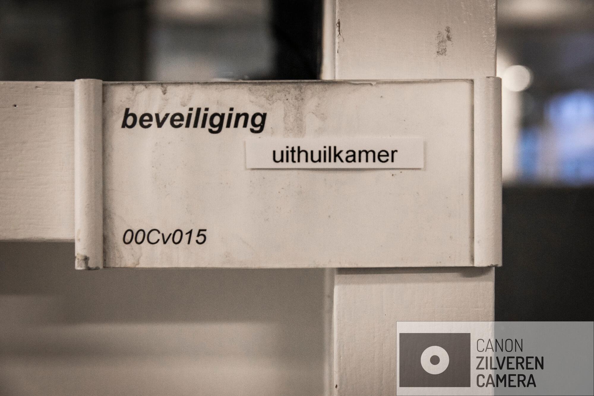 Amsterdam, 7 december 2018 - MC SLOTERVAART. Voor een grote groep medewerkers van het Slotervaartziekenhuis is dit de allerlaatste werkdag. Beveiliger Frans Kooistra (61) werkt al 38 jaar in het ziekenhuis, medewerkers komen langs om afscheid te nemen. Foto Dingena Mol