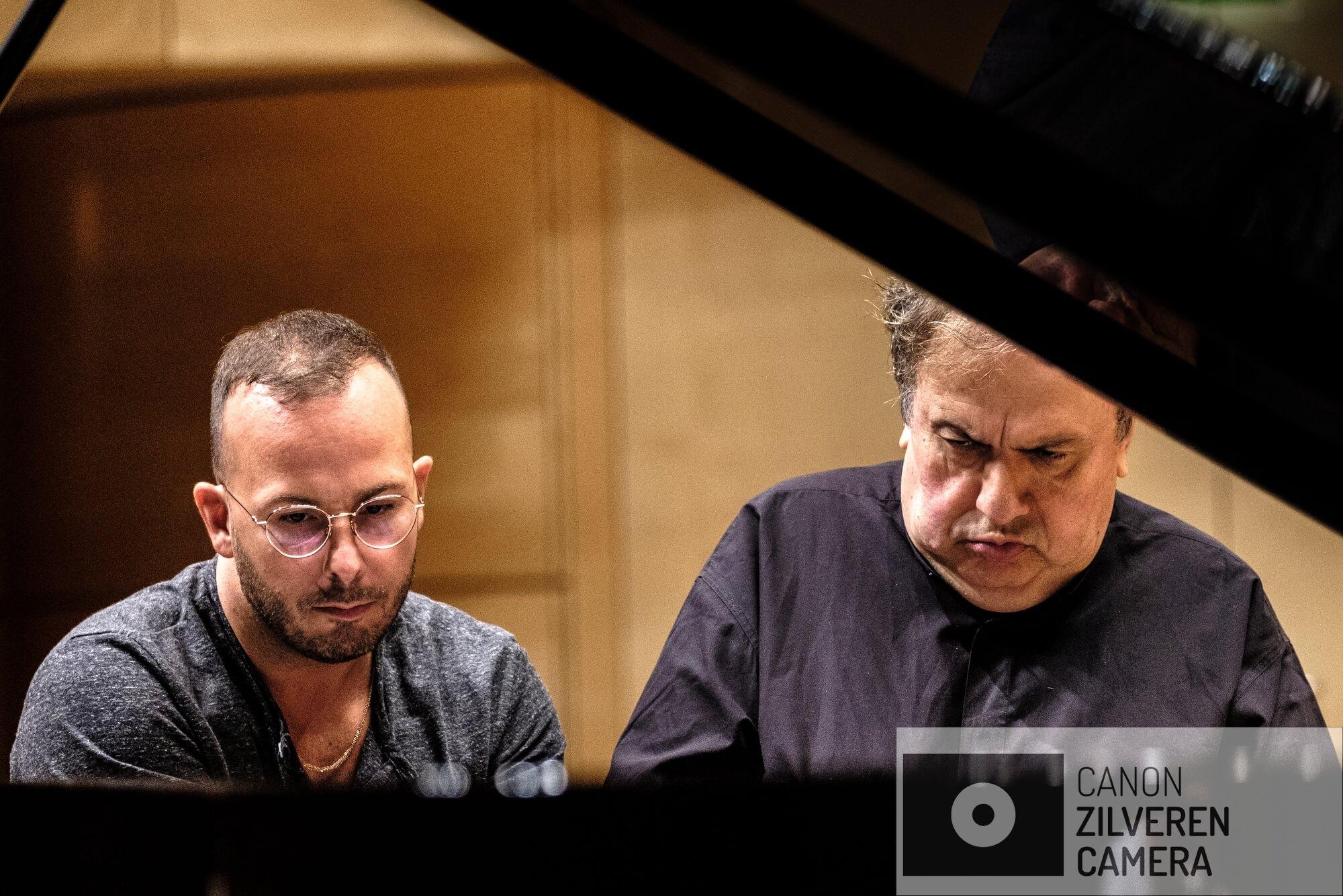 Yannick bereidt zijn toegift voor met sterpianist Yefim Bronfman.