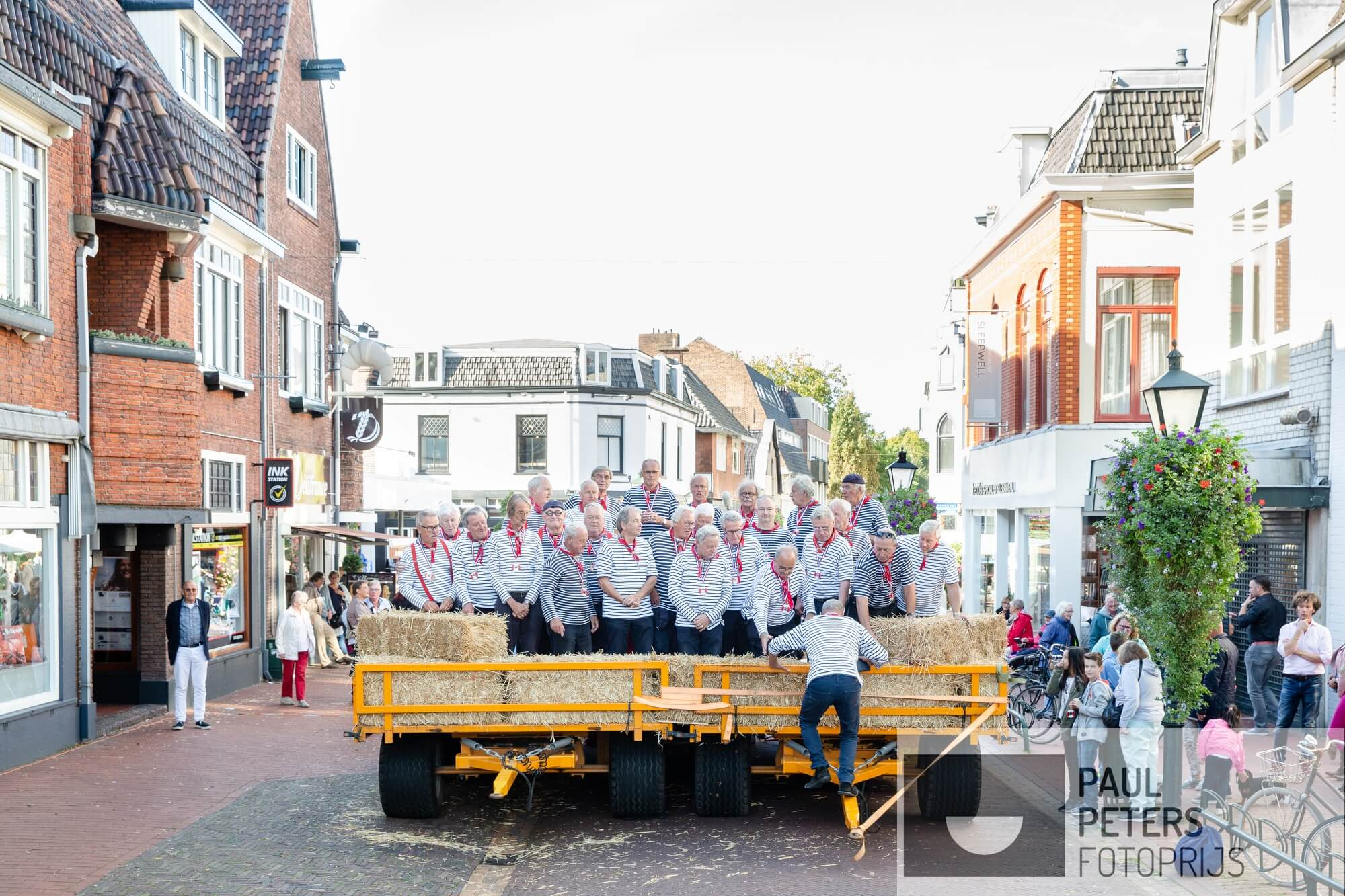 04. Voor de eigen rubriek VRIJ voor NRC Handelsblad. Hoe breekt de Nederlander uit de sleur van alledag?  Bijvoorbeeld in het Shantykoor het Ruime Sop uit Bussem.