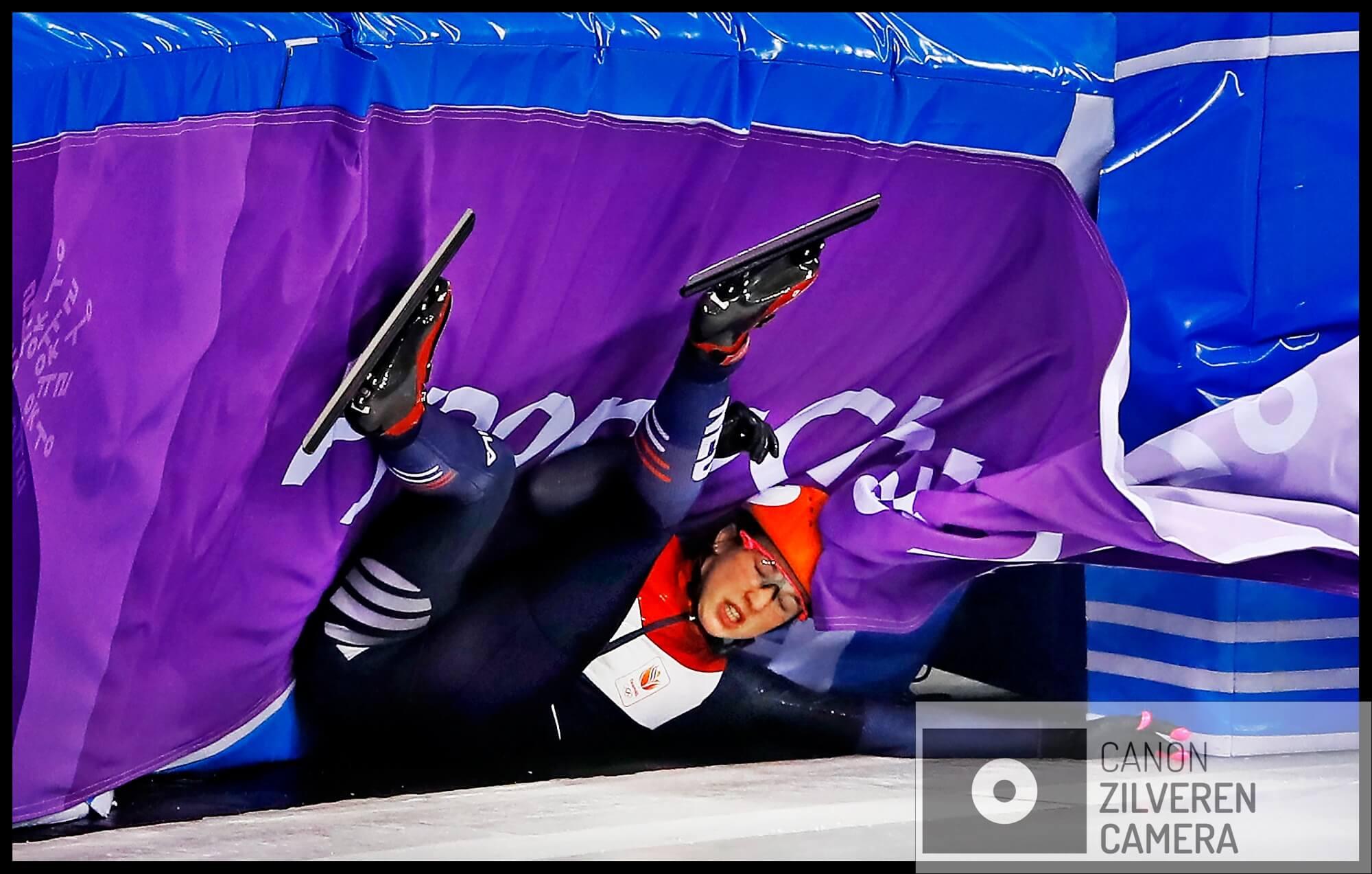 Serie Suzanne Schulting; Van Olympische val tot Sportvrouw van het Jaar. Olympische Winterspelen 2018Zuid-Korea, Gangneung, 06-02-2018FOTO 3Tijdens de 500 meter schuift Schulting over de baan na een uitglijder. Haar kansen op eremetaal zijn verdwenen. Wat rest zijn de relay en de 1000 meter.