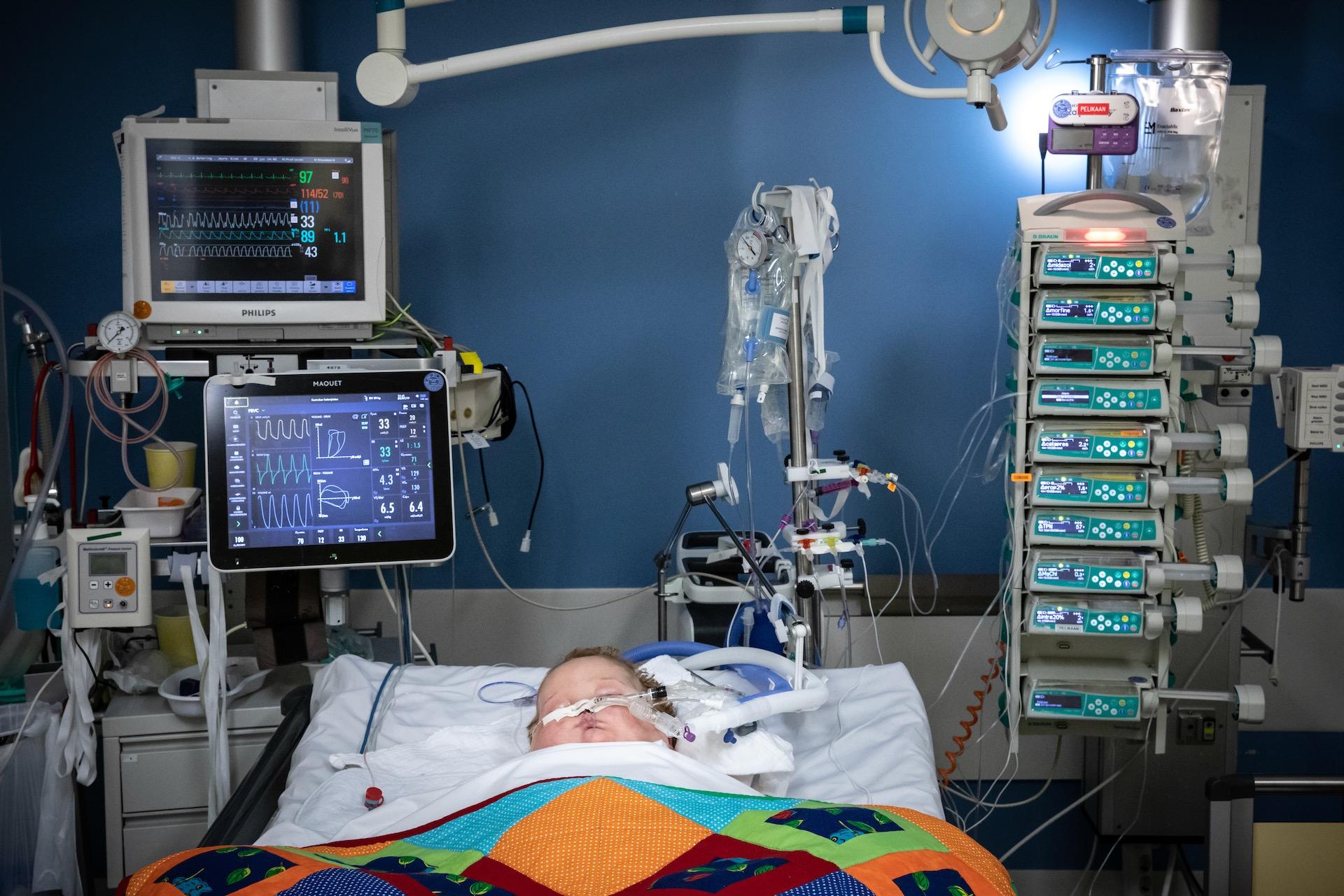 Jayro (4) had leukemie AML. Om zijn vorm van leukemie te behandelen was alleen chemotherapie niet genoeg. Zo kreeg hij een stamceltransplantatie die zijn leven moest redden. Na een lange tijd van opnames leek het beter te gaan, maar Jayro kreeg graft-versus-hostziekte. Een afstotingsreactie van het lichaam wanneer de donorcellen jouw lichaamscellen herkennen als de vijand en ze gaan aanvallen. Elke 3 dagen overlijdt er een kind aan de gevolgen van kanker. Zo overleed ook Jayro op 30 juli 2019.