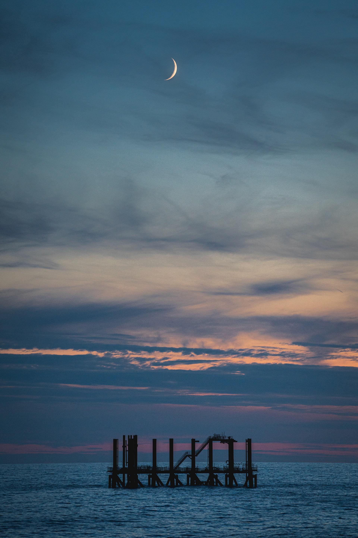 Nederland, Noordzee, 03-08-2019.  Reportage over Kraanschip Thialf. De restanten van het platform K18 Kotter.  Foto: Siese Veenstra