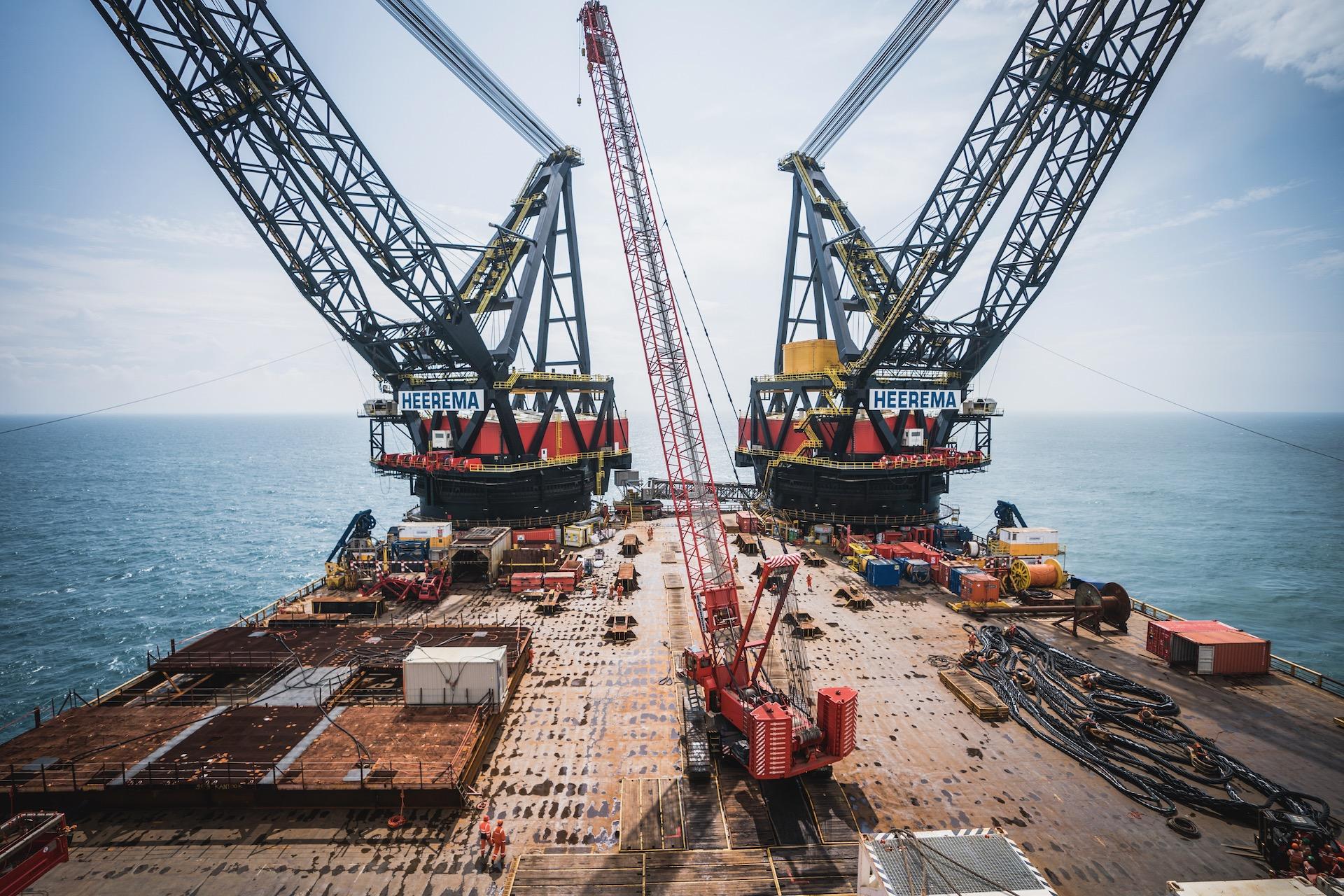 Nederland, Noordzee, 02-08-2019.  Reportage over Kraanschip Thialf. overzicht van het dek.   Foto: Siese Veenstra