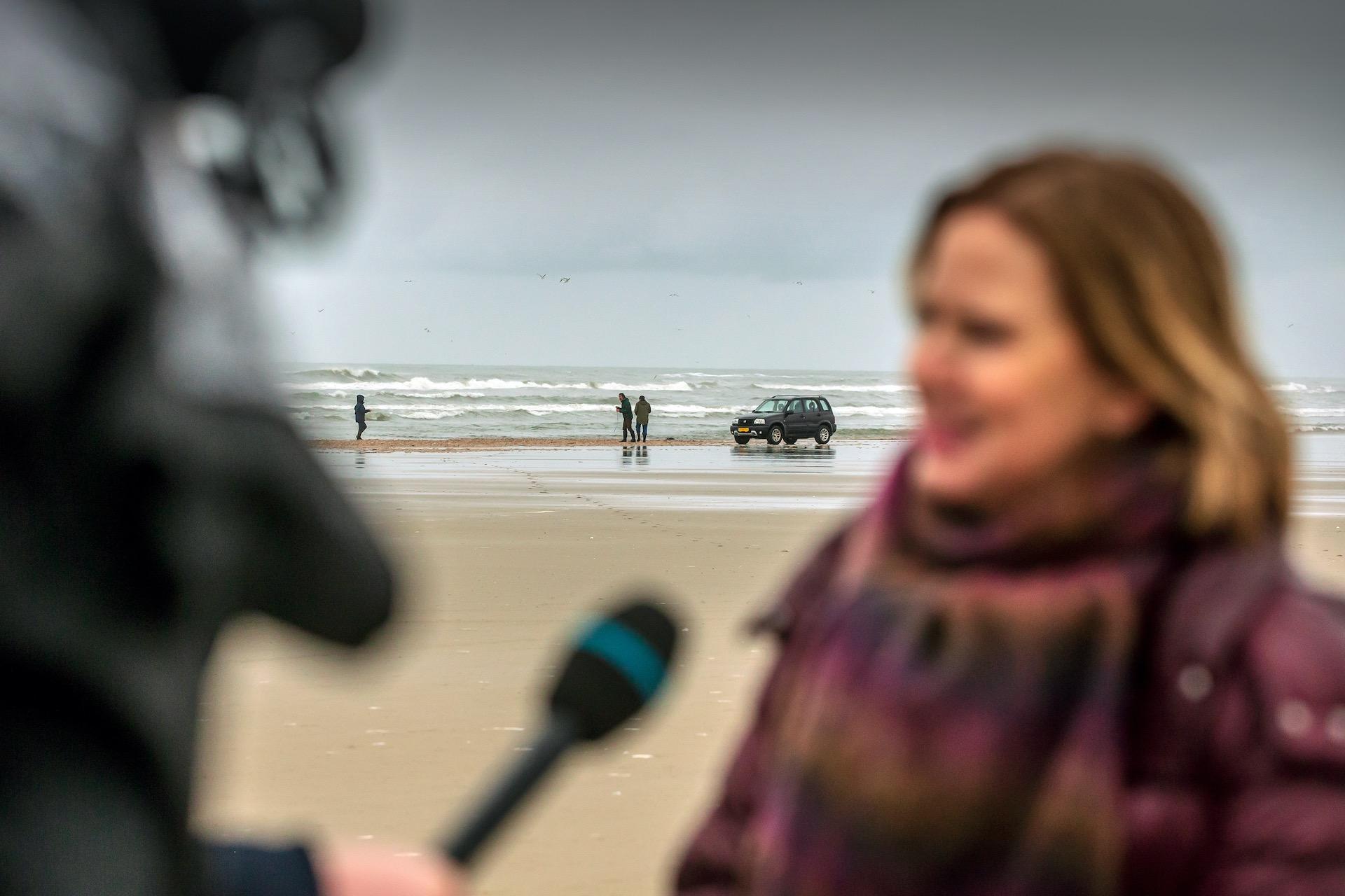 Van Nieuwenhuizen neemt het woord 'ecologische ramp' in de mondMinister Cora van Nieuwenhuizen (Infrastructuur en Waterstaat) brengt donderdag een werkbezoek aan Terschelling. Ze zal zich daar persoonlijk op de hoogte stellen over de gevolgen van de 290 containers die vorige week zijn verloren door het containerschip MSC Zoe bij de Waddeneilanden.foto 8