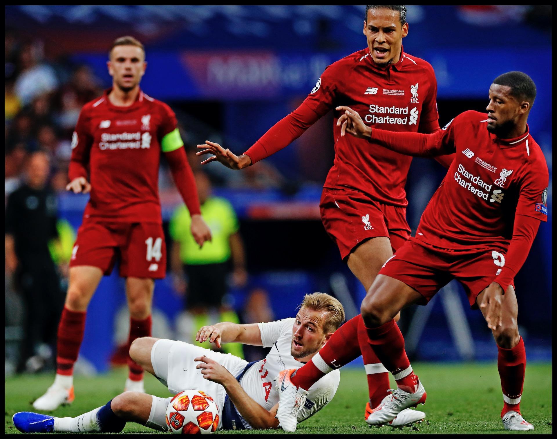 Spanje, Madrid, 02-06-2019Serie; Geen Champions League victorie zonder familie!Champions League finale Liverpool-Tottenham Hotspur.Georginio Wijnaldum en Virgil van Dijk schakelen in de gezamenlijkheid Tottenham Hotspur spits Harry Kane uit.
