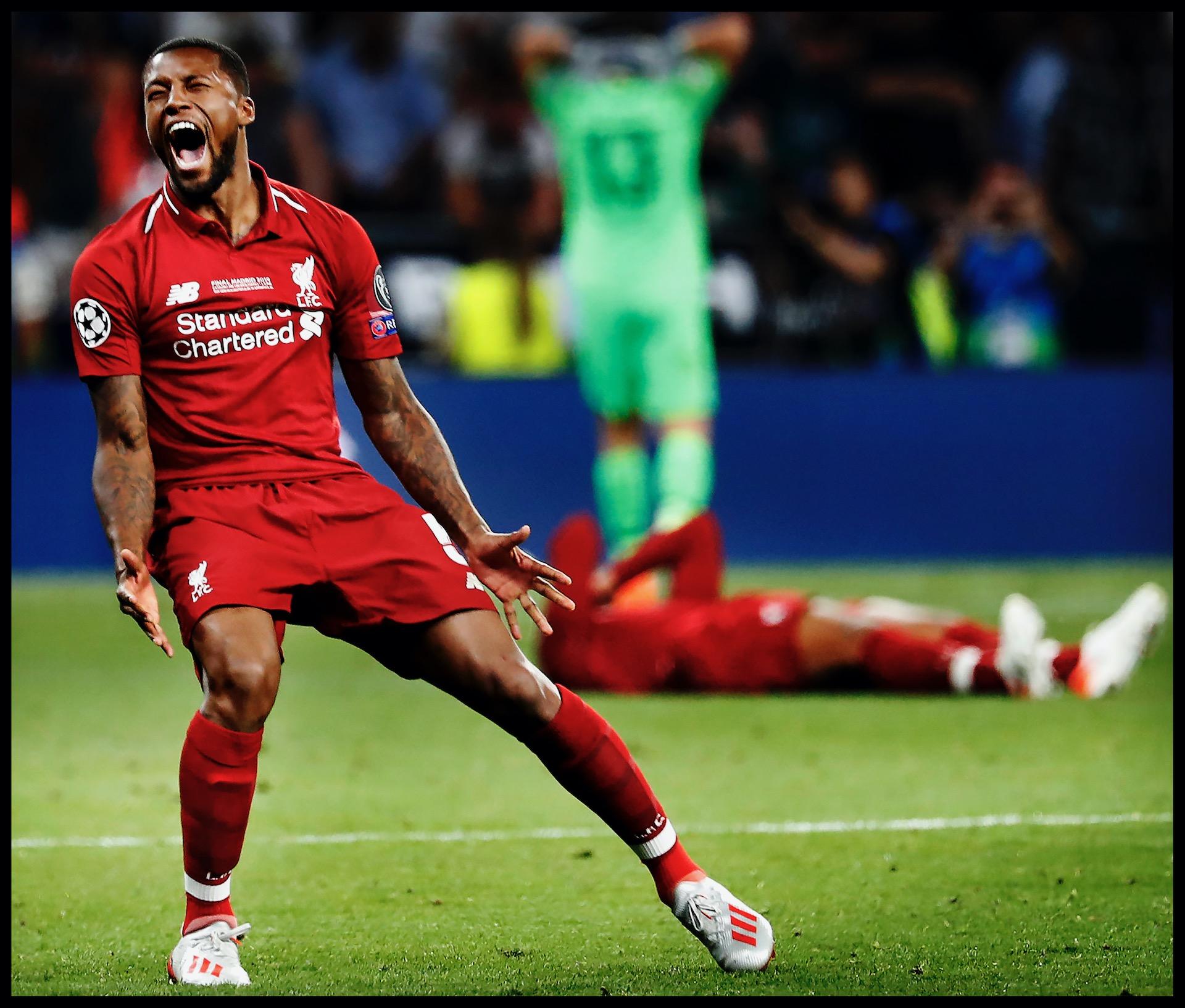 Spanje, Madrid, 02-06-2019 Serie; Geen Champions League victorie zonder familie! Champions League finale Liverpool-Tottenham Hotspur. Na het laatste fluitsignaal schreeuwt Wijnaldum het uit. Liverpool wint de Champions League! Op de achtergrond kan Virgil van Dijk het liggend op het gras niet bevatten.