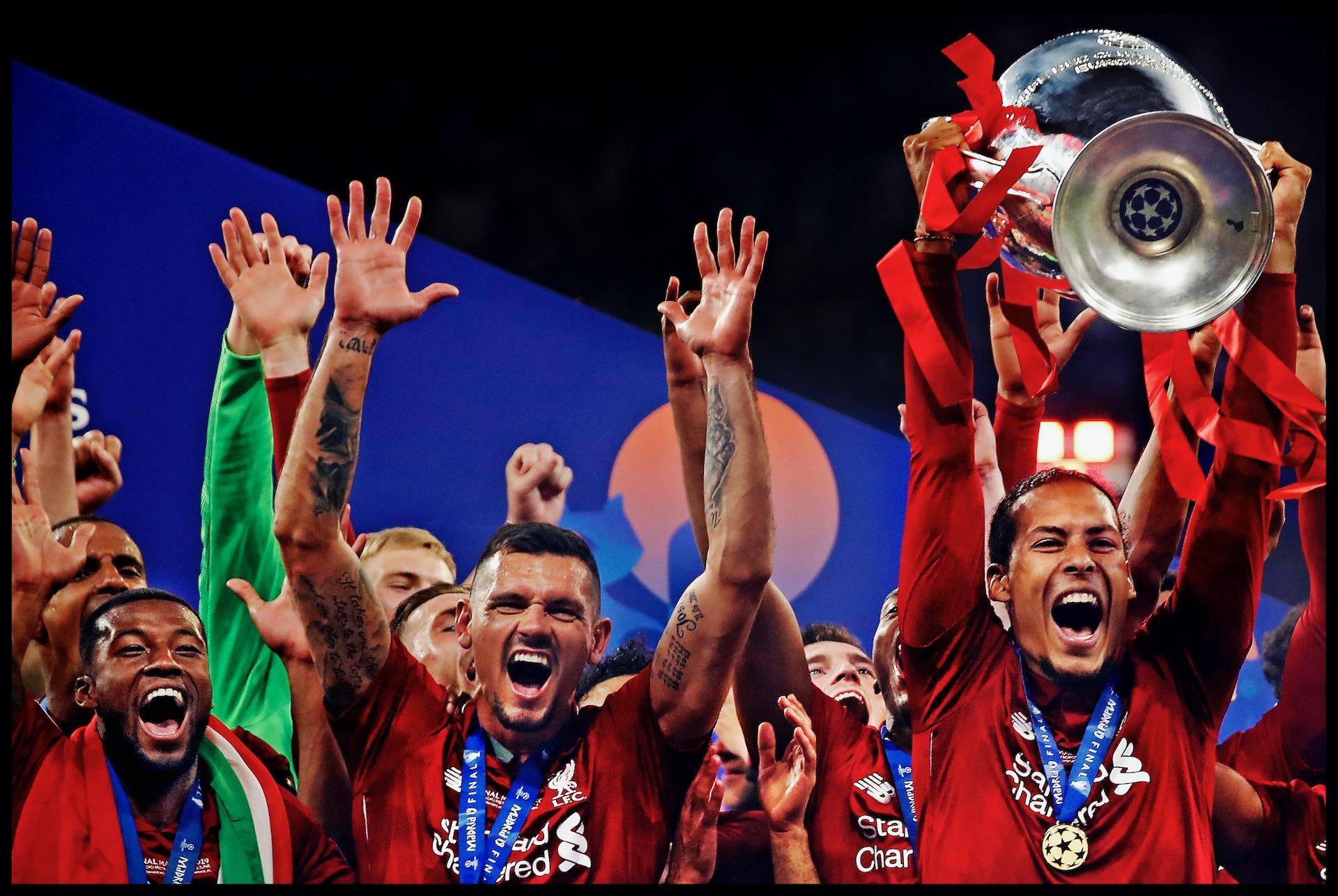 Spanje, Madrid, 02-06-2019Serie; Geen Champions League victorie zonder familie!Champions League finale Liverpool-Tottenham Hotspur.Virgil van Dijk tilt de Cup met de Grote oren de lucht in. Links schreeuwt Wijnaldum het ook uit van vreugde.